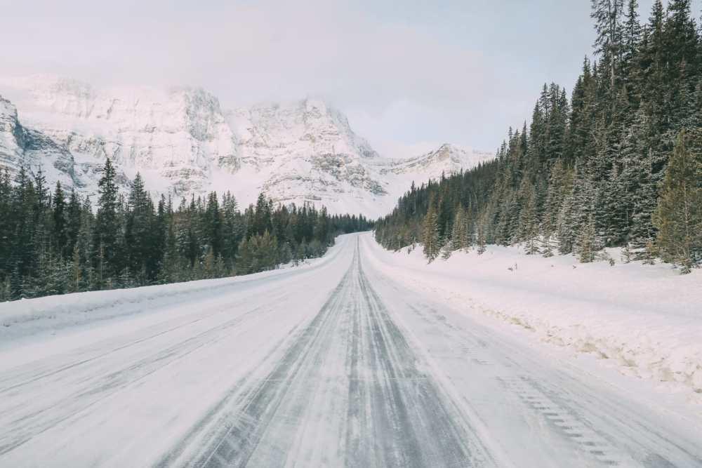 Поездка по эпической канадской улице Icefields Parkway и поиск замерзших пузырей на озере Абрахам (4)