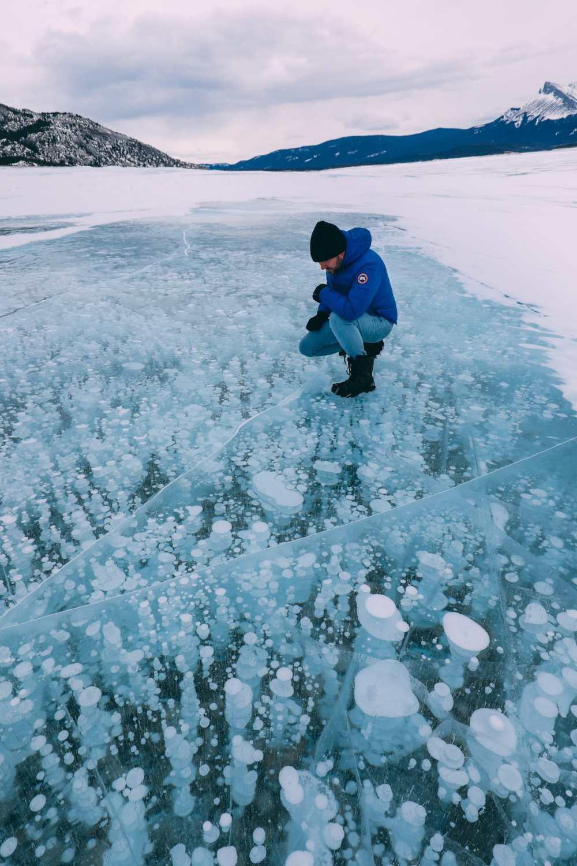Вождение по бульвару Эпических ледяных полей Канады и поиск замороженных пузырей Of Abraham Lake (30)