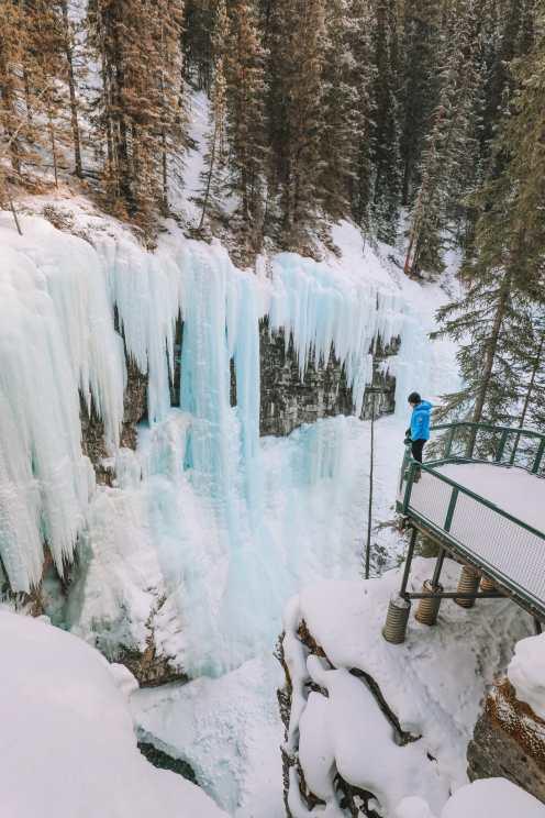 Прогулка по каньону Джонстон и наблюдение за северным сиянием над Канадой (24)