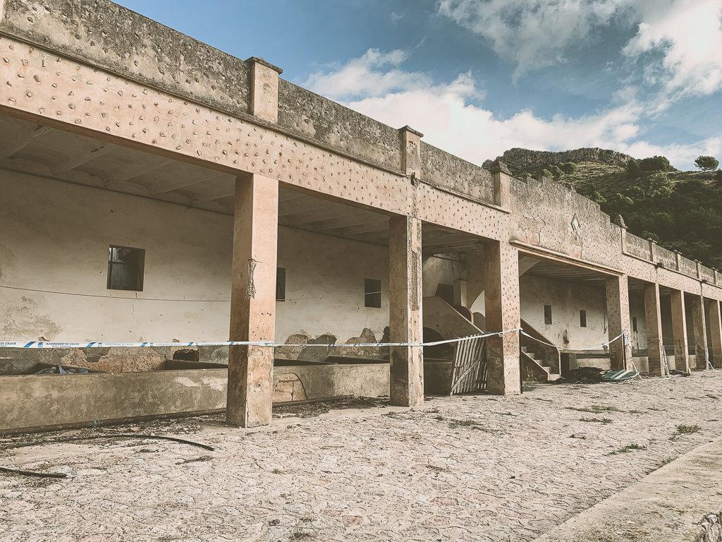 Создание горного убежища для туристов