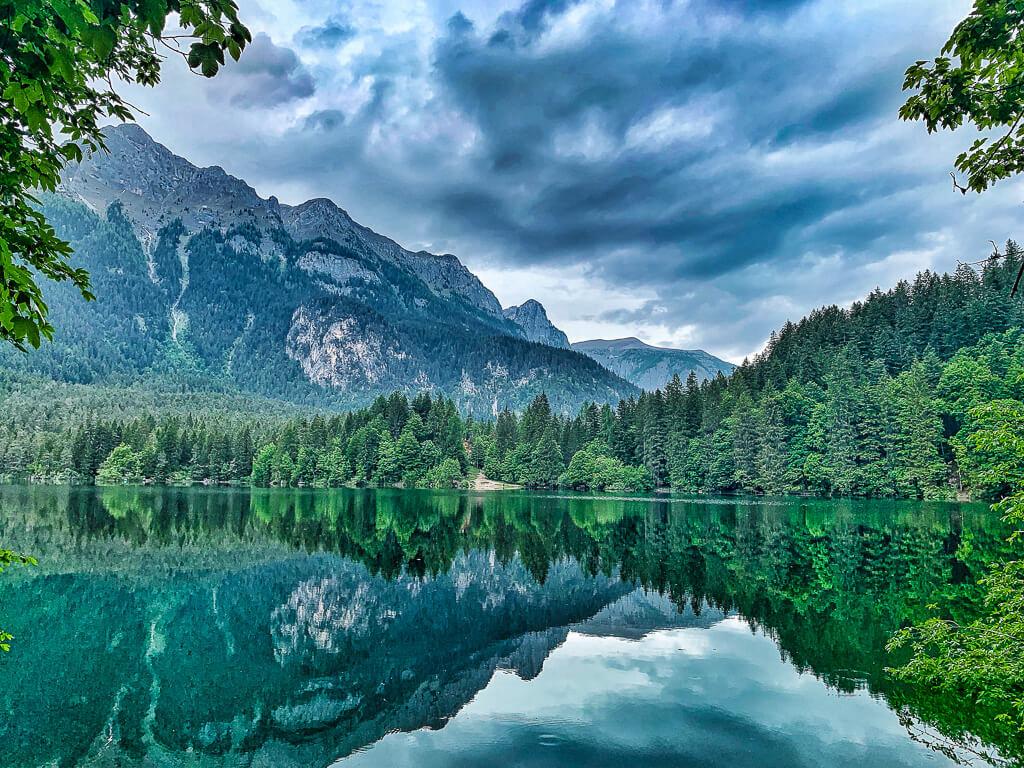 Озеро Товель в природном парке Брента, Трентино