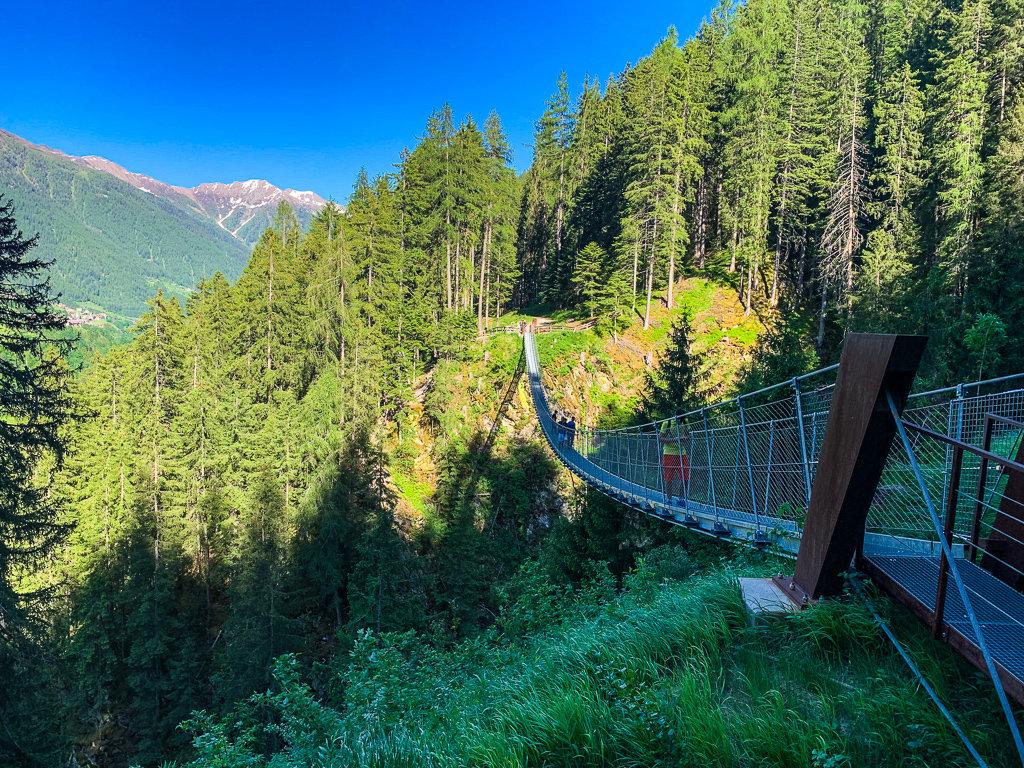 Переход через мост в Валь-ди-Рабби, Трентино