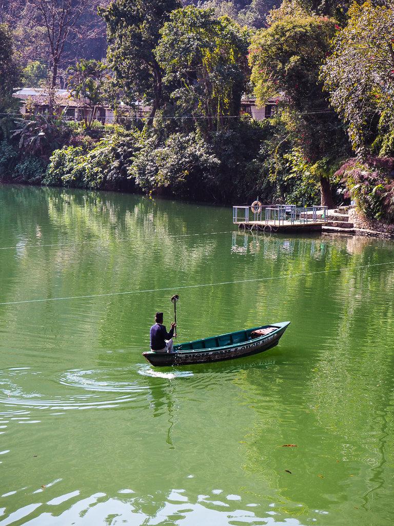 Аренда лодки на озере Фева, Покхара, Непал