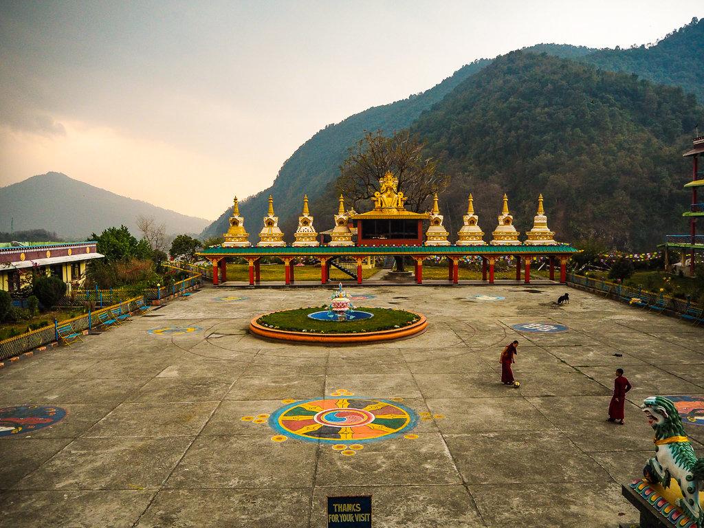 Посещение поселений тибетских беженцев в Покхаре, Непал