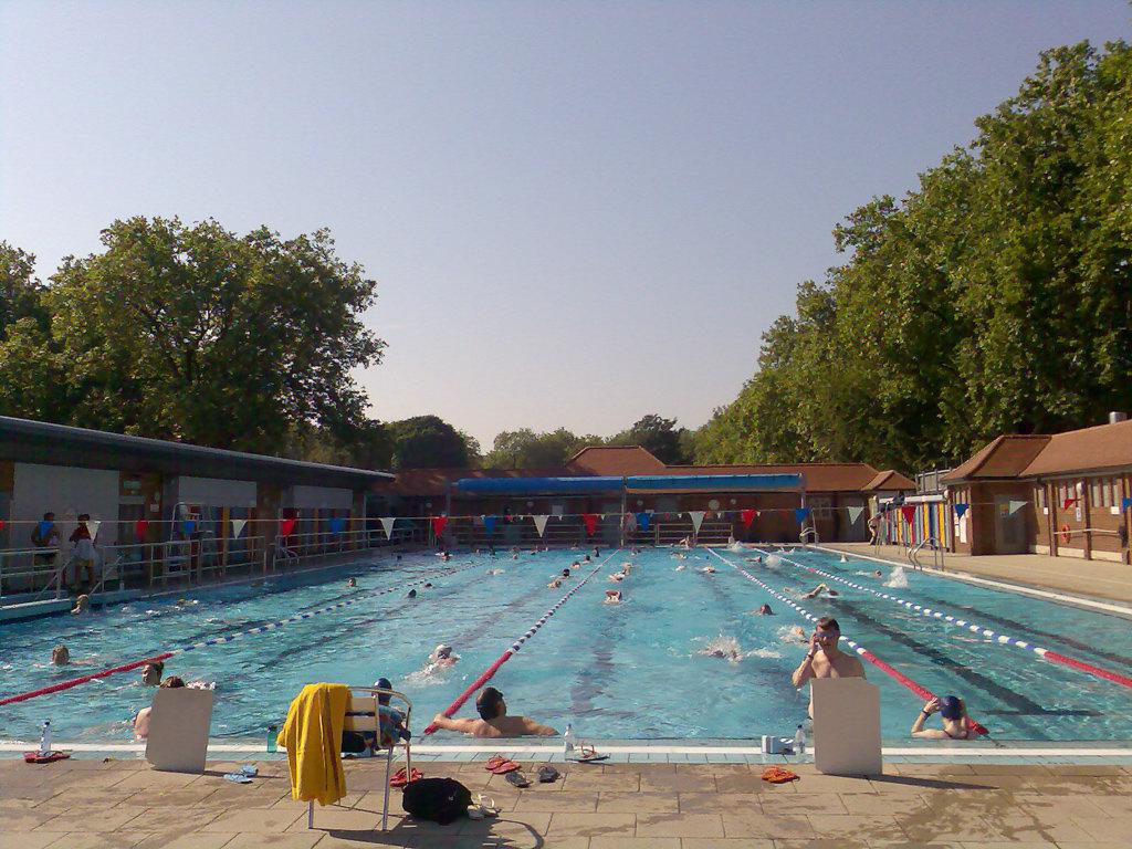 Лондон Филдс Лидо - Лучшее Лидо и плавание на открытом воздухе в Лондоне