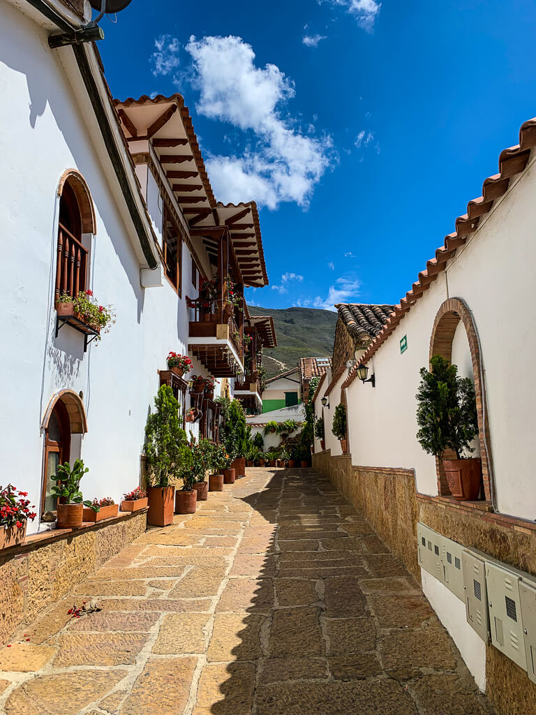 Могу ли я совершить однодневную поездку из Боготы в Вилья-де-Лейва?