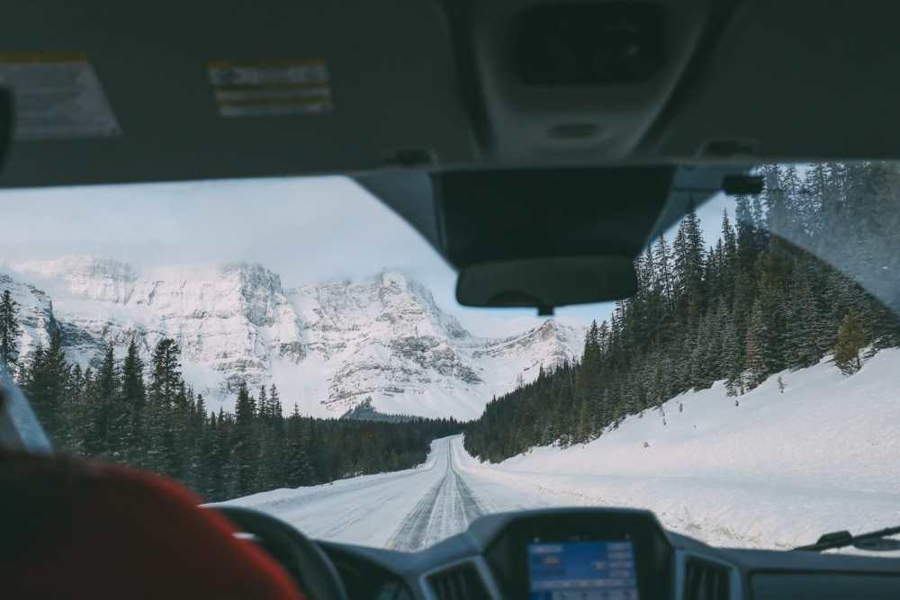 Проезжая по эпической аллее ледяных полей Канады и в поисках замороженных пузырей озера Абрахам (3)