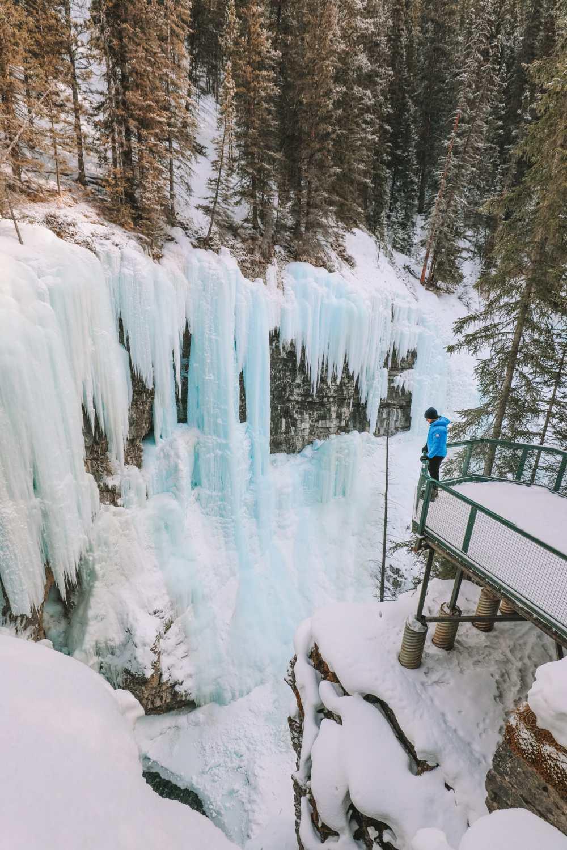 Поход по каньону Джонстон и наблюдение за северным сиянием над Канадой (24)