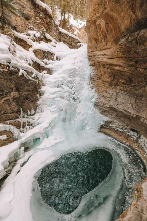 Поход по каньону Джонстон и наблюдение за северным сиянием над Канадой (8)