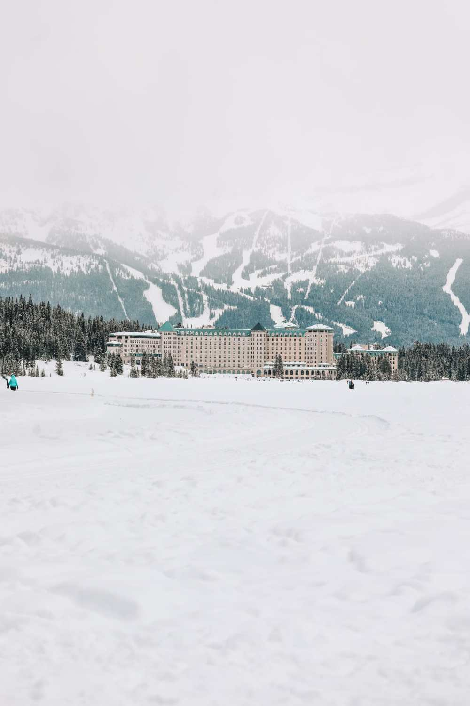 Великолепный замок Fairmont Lake Louise (30)