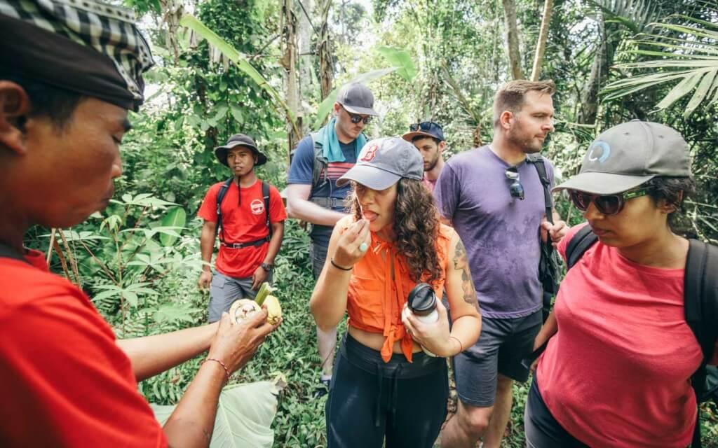 Празднование устойчивого путешествия с помощью Intrepid Travel