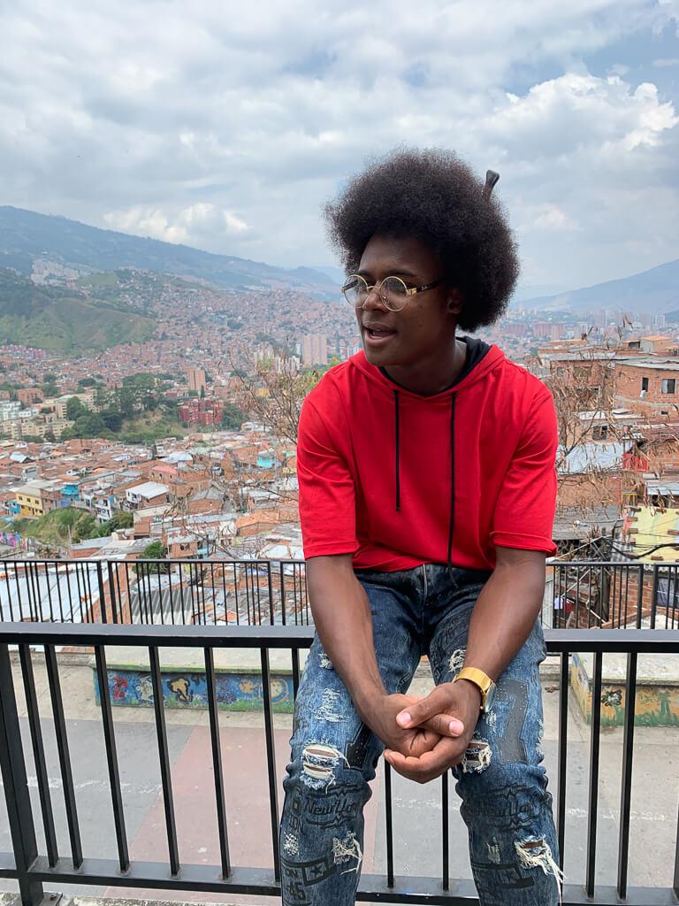 Наш гид в Комуне 13 Медельин Колумбия