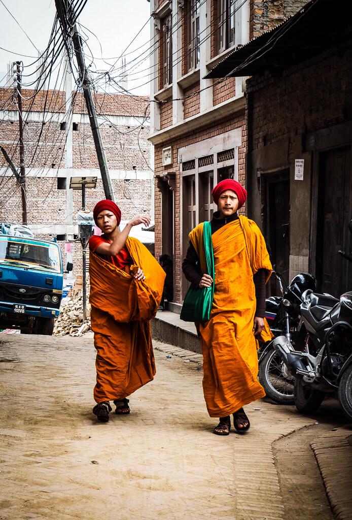 Монахи в Бхактапуре, Непал