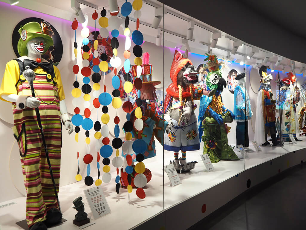 Костюмы в Casa del Carnaval, Санта-Крус, Тенерифе