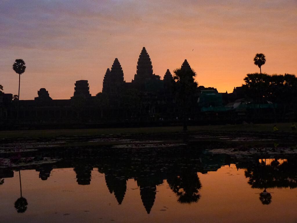 Восход солнца над Ангкор-Ватом