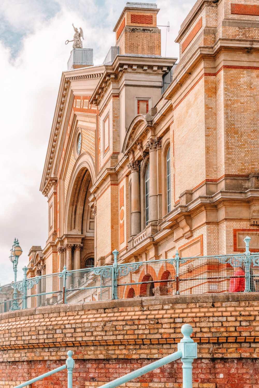 Alexandra Palace в Лондоне [19659011] Расположенный в районе Харингей на севере Лондона, Alexandra Palace - это обширное место для посещения, которое </span><span class=