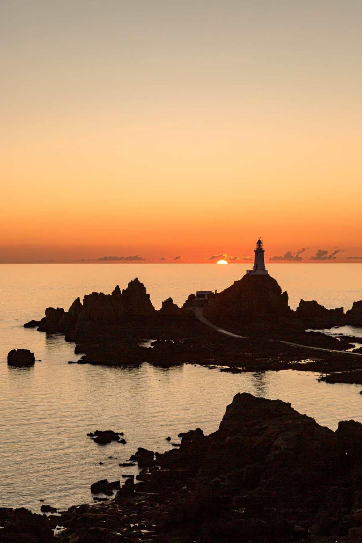 Закат над маяком в Джерси