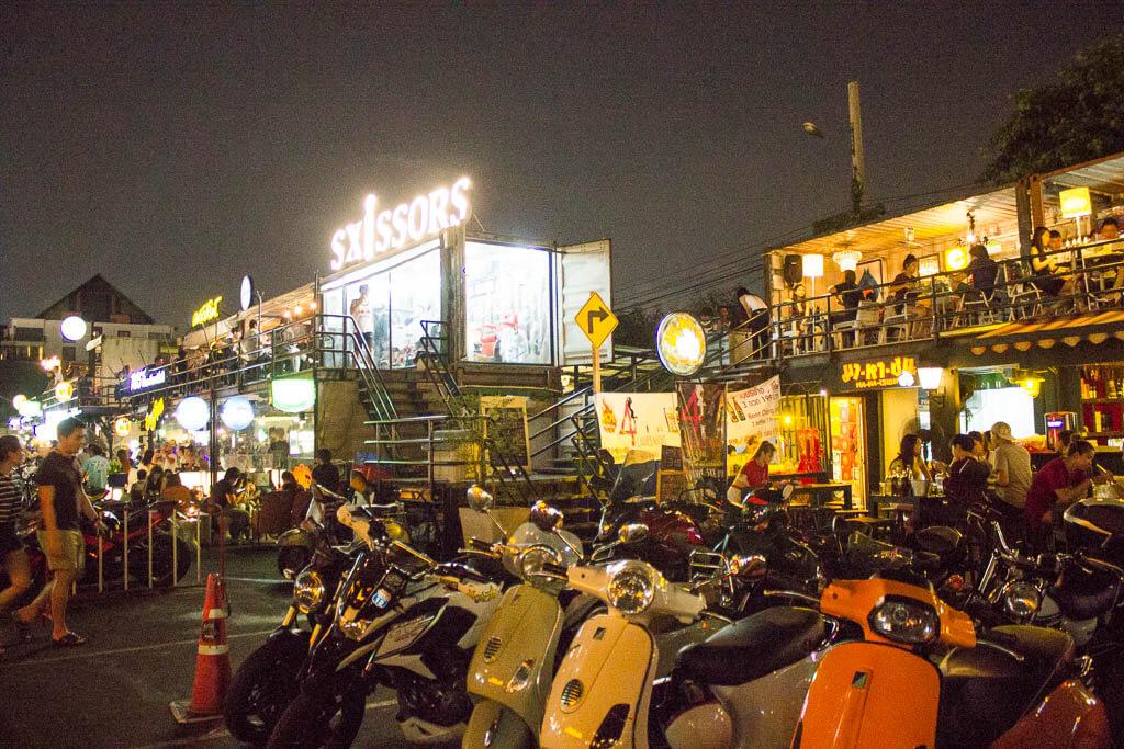 Рынок Рот Фай, Бангкок