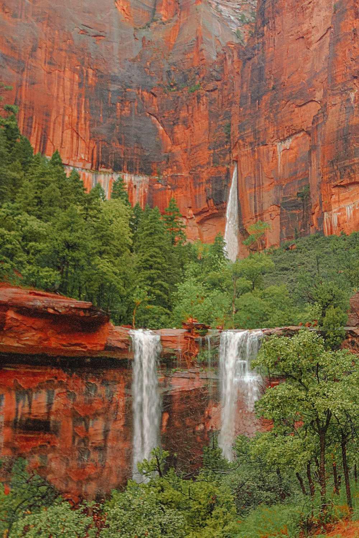 Водопад в национальном парке Зайон