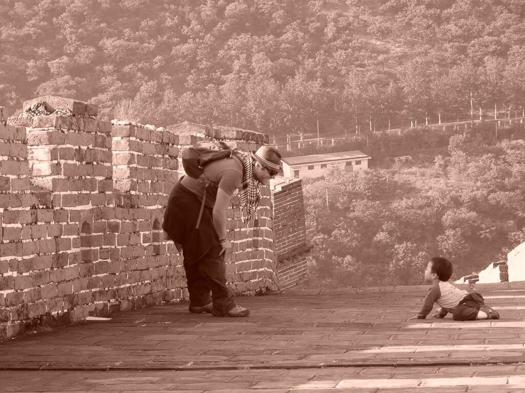 Встреча с местным жителем на Великой Китайской стене.