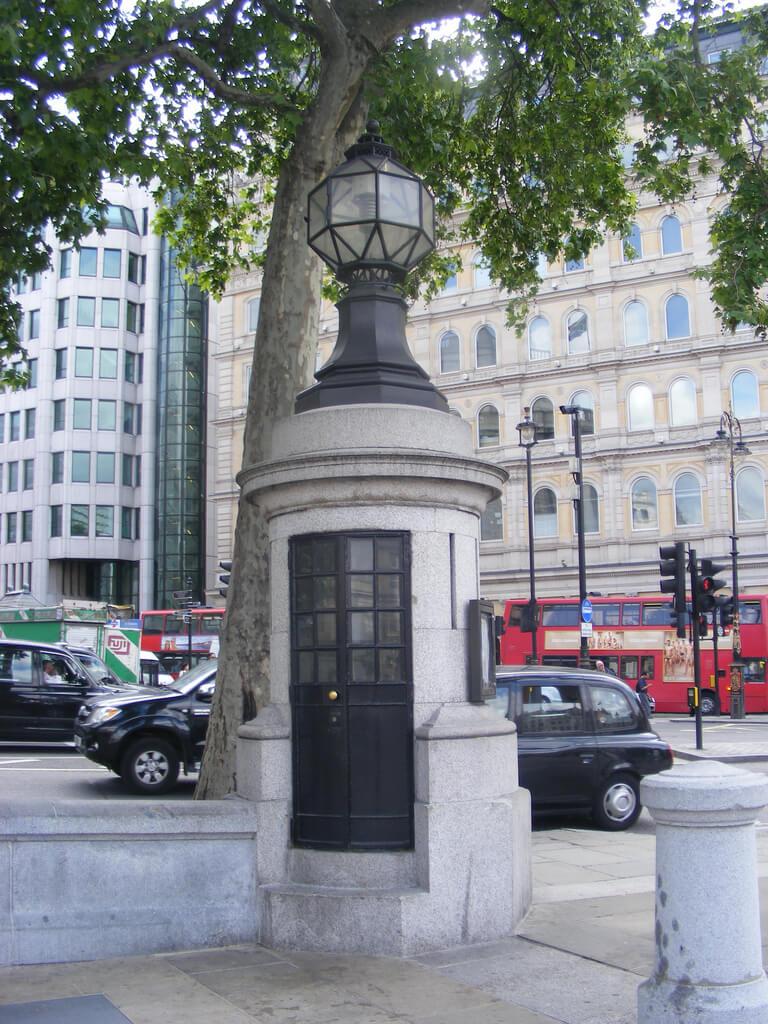 Самый маленький полицейский участок Великобритании, Трафальгарская площадь