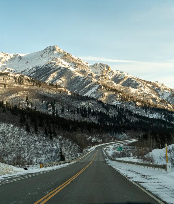Аляска на зимних дорогах