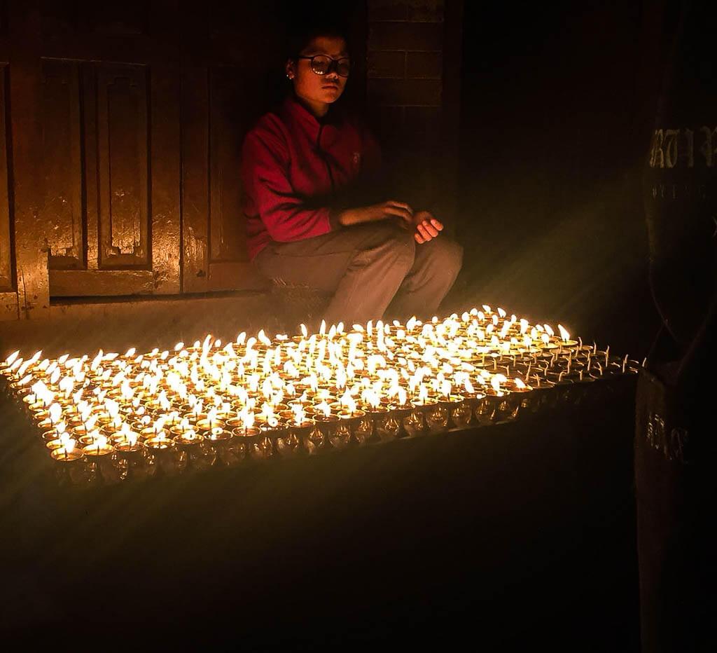 Продавец масляных ламп на Ступе Будха