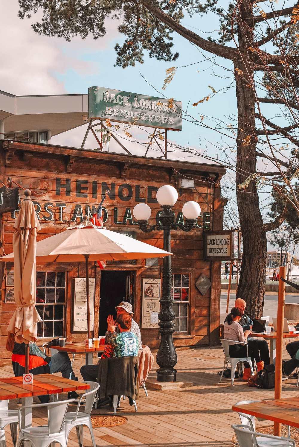 Исторический бар в Окленде