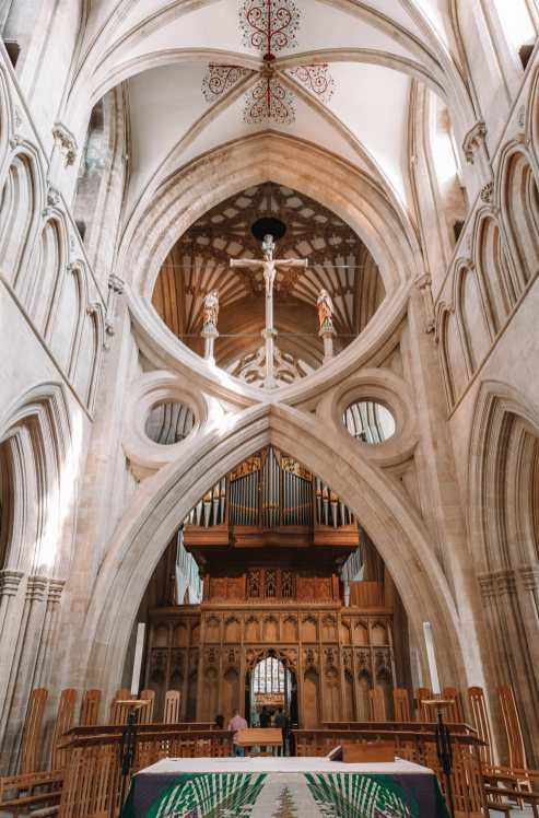 Внутри собора в городе Уэллс