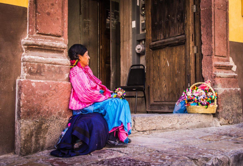 15 способов поддержать местных женщин во время путешествий