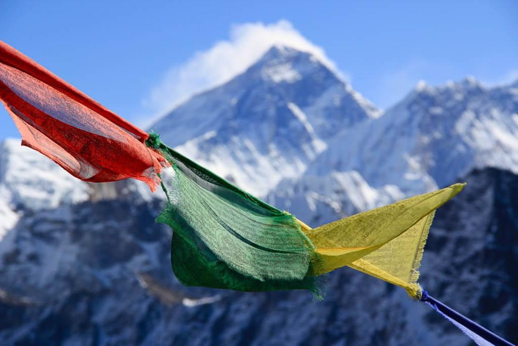Молитвенные флаги в Непале