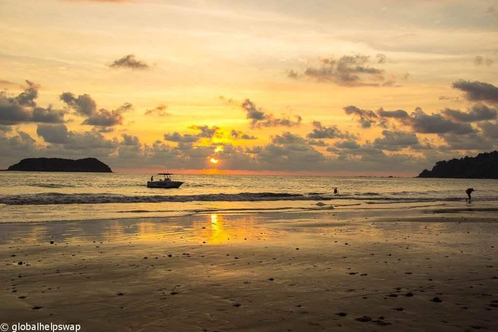 Закат возле пляжа Мануэля Антонио