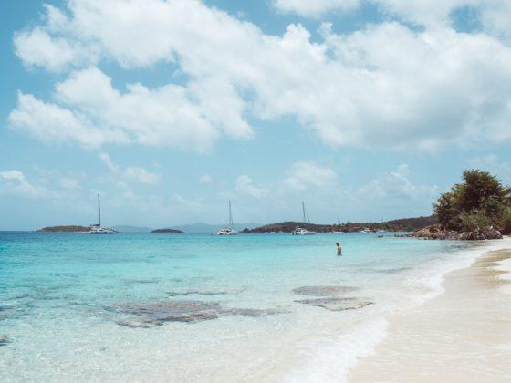 голубые воды залива Саломон - недооцененные пляжи Святого Иоанна